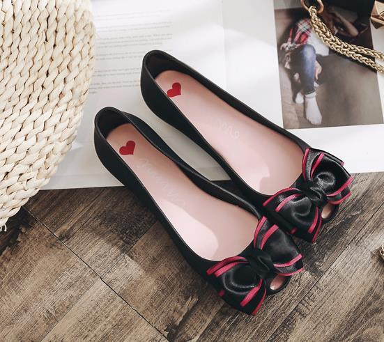 a7603d3b4 2018 New Women S Jelly Sandals Korean Version Lady Flat Bow Ties Shoes  Female Rubber Shallow Flowers Shoes Girl Open Toe Sandals Gladiator Sandals  Wedding ...