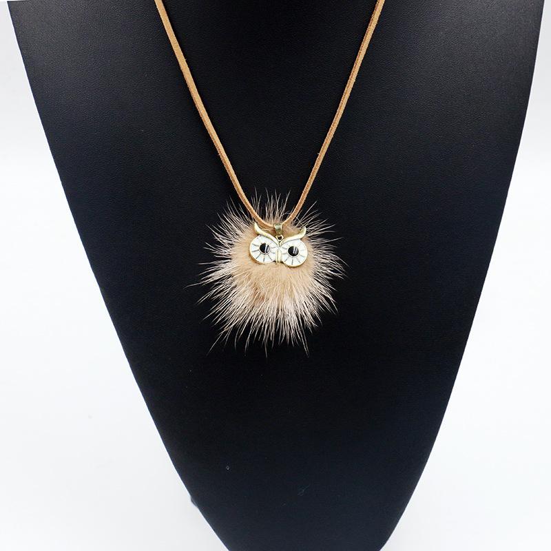 7b4db9730adf Compre Free DHL Multicolor Pompom Owl Pelota De Peluche Collar Colgante De  Cuerda De Cuero Larga Bola De Pelo Lindo Búho Forma Suéter Cadena Mujeres  Joyería ...