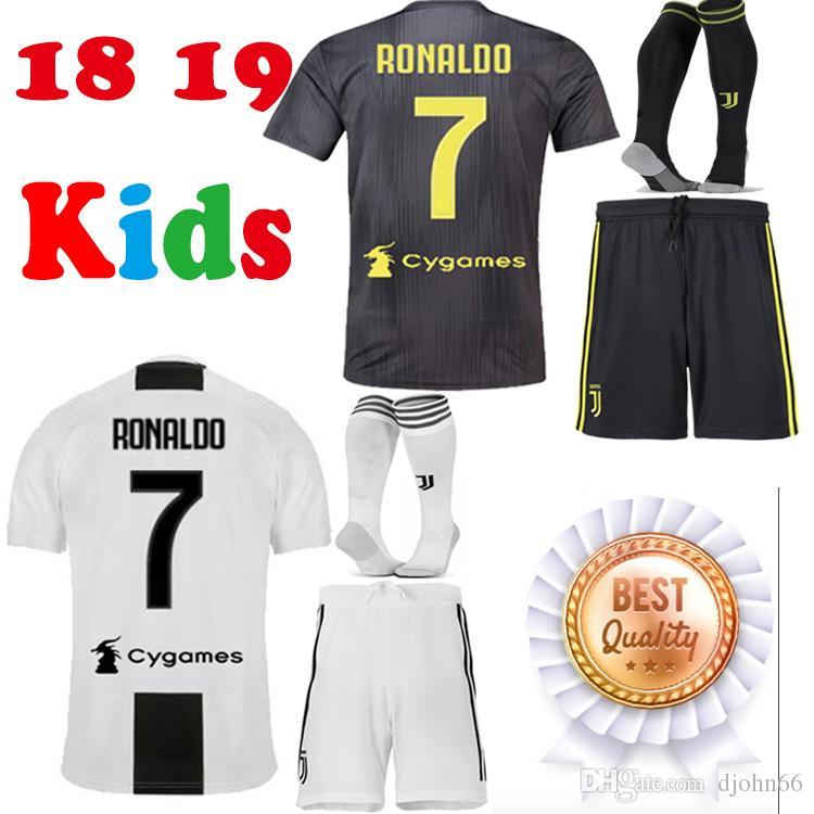 Compre Thai New RONALDO JUVENTUS Jersey De Fútbol Para Niños 18 19 7 JUVE  CR7 9 Higuain 10 Dybala 11 Costa Youth Football Shirt Uniforms Kits A   16.05 Del ... 0efb46a79d610
