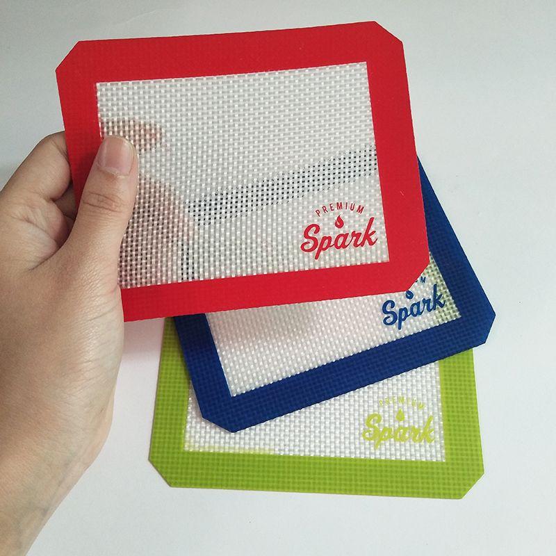 Le tampon de mat de cire de silicone avec un tapis de tampons carrés feuilles pour dabber outil pour pots DAB d'herbe sèche