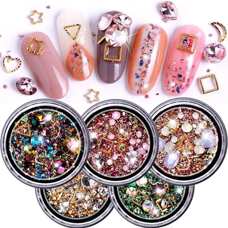 953867eb8446 ViiNuro 1 caja de pedrería mixta de colores para uñas 3D piedras de cristal  para decoraciones de uñas de arte Diy diseño de diamantes de manicura