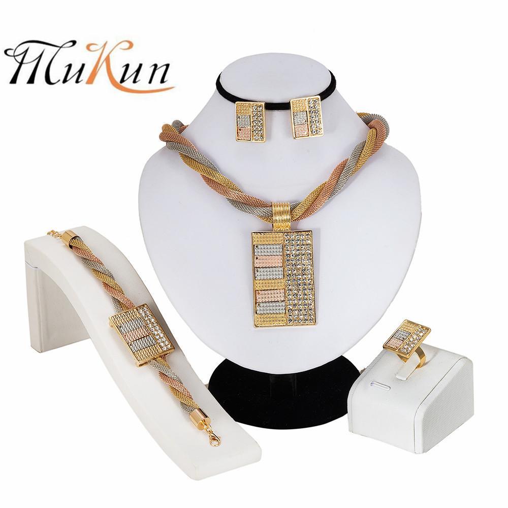 926118966a15 Compre MUKUN NUEVA Moda Elegante Collar Cuadrado Conjuntos De Joyas Lujo  Multicolor Cristal Dubai Novia Accesorios De Joyería De Oro De La Boda A   35.67 Del ...