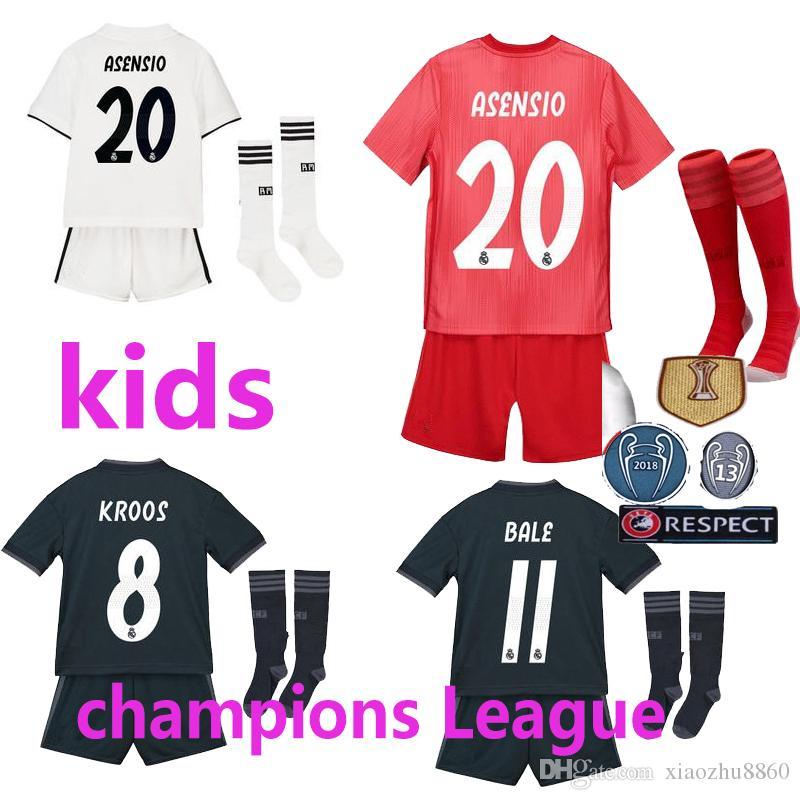 2018 2019 Real Madrid Asensio Camisetas De Fútbol Para Niños Conjuntos  Completos Con Calcetines Chicos 17 18 Home White Third ISCO BALE Camisetas  De Fútbol ... 33ffece7b9c26
