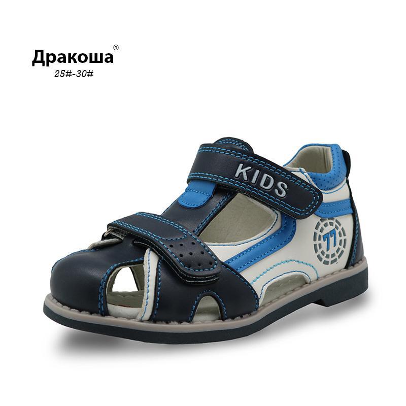 1d5a4db0c1e Compre Apakowa New Kids Verão Sapatos Fechados Toe Criança Meninos  Sandálias Arch Suporte Ortopédico Esporte Pu Couro Meninos Sandálias Sapatos  De Beatbox