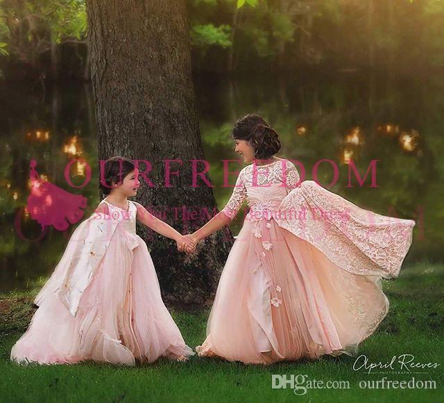 2019 Belle Dentelle Rose Une Ligne Fleur Robes De Filles Bateau Cou 1/2 Manches Robes De Première Communion Avec 3D Flora Filles Robes De Concours Personnalisées