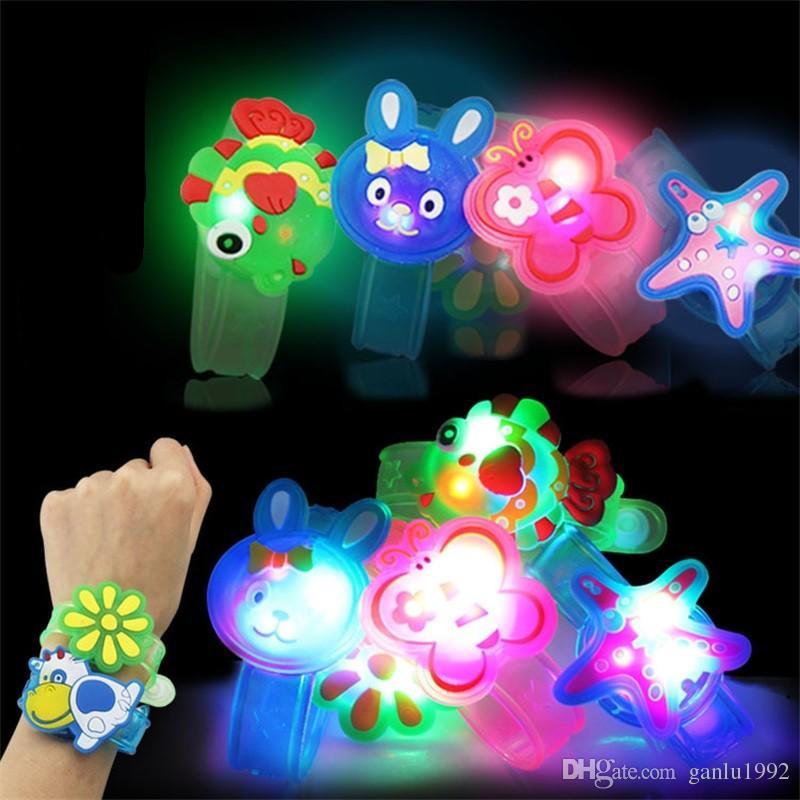 Flash Correia De Pulso LED Light Sticks Crianças Dos Desenhos Animados Pequenos Pintos De Brinquedo Relógio de Presente Para O Ano Novo Atividades Lighted Stick 0 67ly W