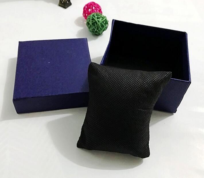 2018 sıcak satış 8.8 cm * 8.2 cm * 5.5 cm Hediye Kutusu Kasa Dokunmamış yastıklar Bilezik Bileklik Takı Kutusu Bilek İzle Kutuları Için Kağıt izle kutu