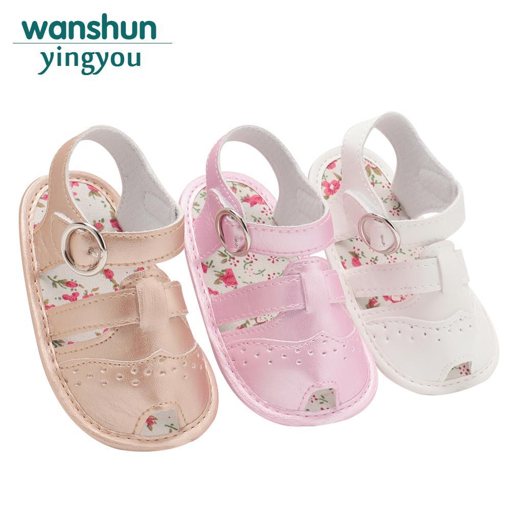 cb7894cd5 Compre Sandalias De Niña Bebé De Verano Zapatos De Bebé De La Marca Recién  Nacido De Moda Blanco Rosa Albaricoque Bebes Calzado Suave De Cuero De LA  PU ...
