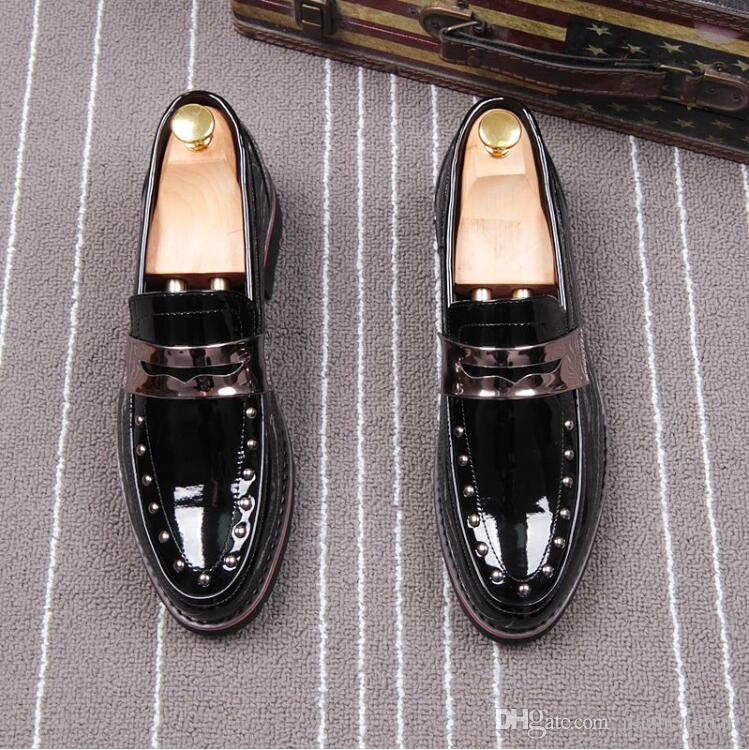 2018 New style Spring Rivet Fashion Men Pointed Patent Loafers Shiny Men Leather Flats Oxford Pointed Toe Leather Wedding Shoes L60
