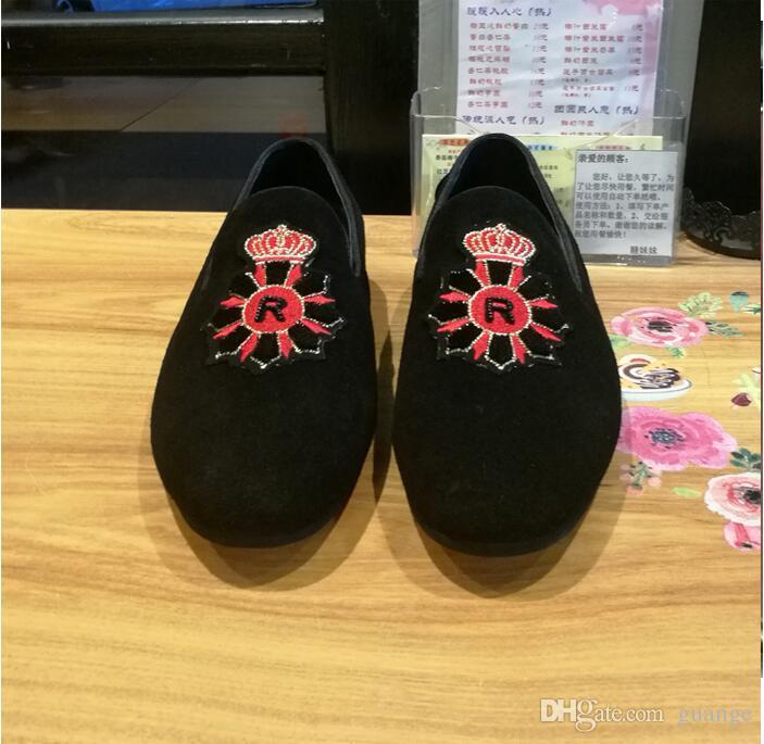 2018 Nuevo Estilo de Los Hombres de Moda Italiana bordado Zapatos de Vestir de Terciopelo Moda Hombres Mocasines Zapatillas de Fumar Hechas A Mano Zapatos de Pisos de Los Hombres Z556