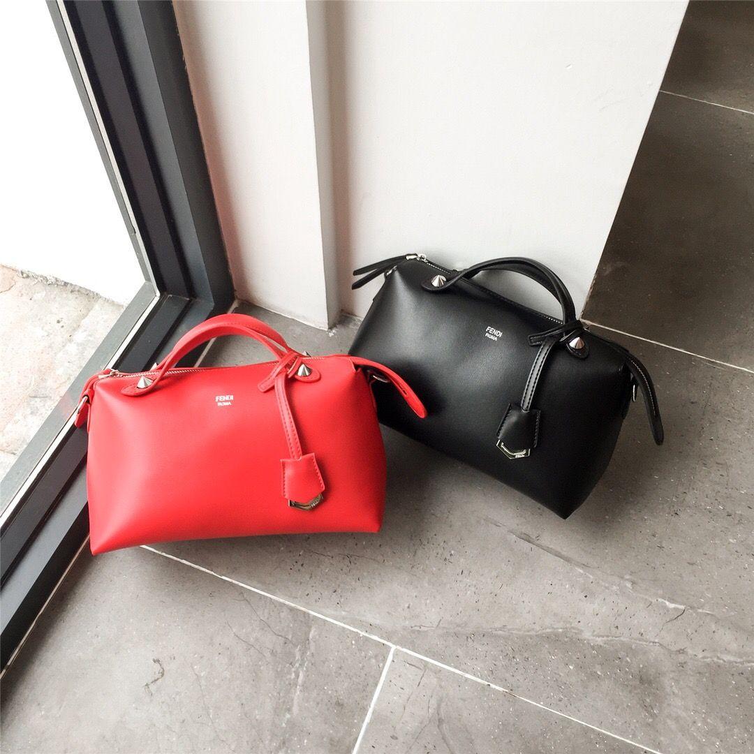 6dc4ec97b5 Women S Bag Pillow Bag ~ Fashion Week Catwalk Explosion Star With The Same  Paragraph! Portable Shoulders ~ Original Hardware! Imported Fabri Messenger  Bags ...