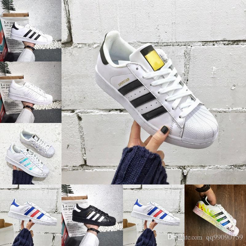 Großhandel 2018 New Originals Adidas Superstars Schuhe Schwarz Weiß Gold  Hologramm Junior Superstars 80er Jahre Pride Turnschuhe Super Star Günstige  Damen ... fb66b2780c