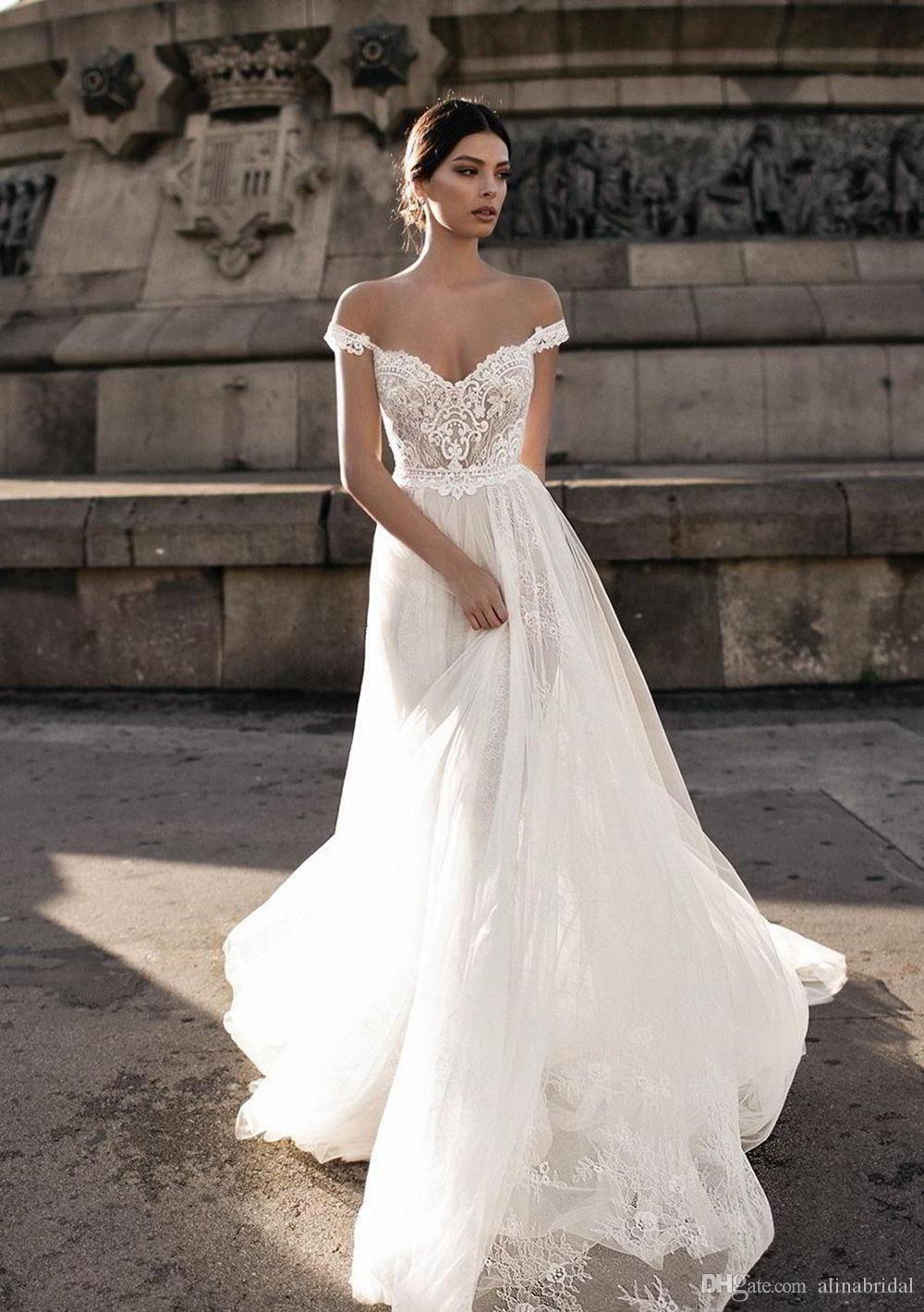 832ce99d523 Schlichte elegante brautmode. Hochzeitskleider für Mollige. 2019-01-23