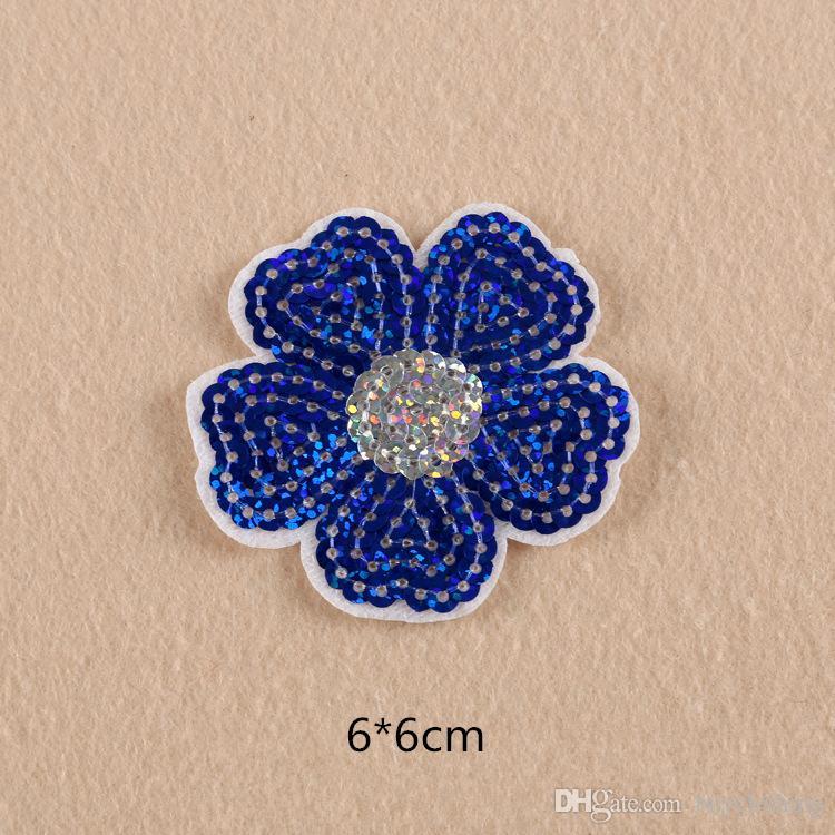La correction de lèvre de correction de lèvre d'oeil de fleur de applique des corrections de fer sur des corrections mignonnes bon marché de broderie pour l'insigne de diamant de vêtements