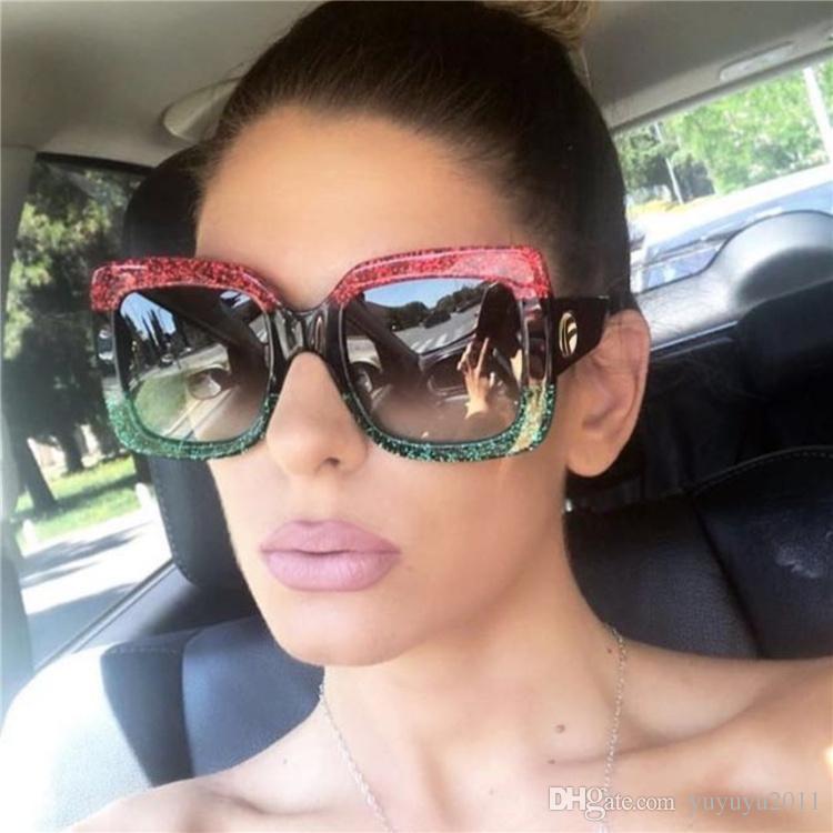 Compre Strass Óculos De Sol Das Mulheres De Grandes Dimensões Contraste Cor Celebridade  Marca Designer Quadrado Óculos De Sol Feminino Verde Vermelho Oculos ... 5f8d3601a7