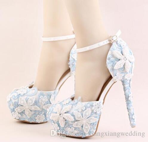 8992d9bf89 Comprar Sapatos Femininos Sapatos De Casamento Sapatos De Salto Alto Flores  De Renda Azul Super Salto Alto E Plataforma Branco Pérolas De Cristal Lace  Up ...