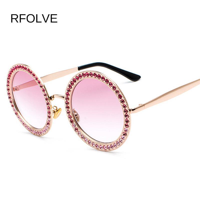 328a8bc15f Compre RFOLVE Alta Moda Mujeres Gafas De Sol Diseñador De La Marca De  Diamante Marco Vintage Gafas De Sol Redondas Damas De Diamante UV400 R8532  D18102305 A ...