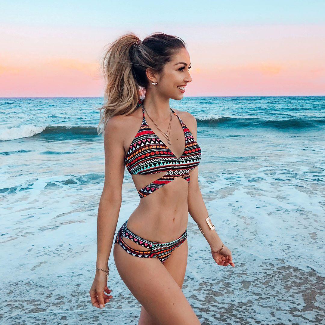 204fdd36d9 2018 Feminine One-piece Swimsuit with Sexy Geometric Print Cross ...
