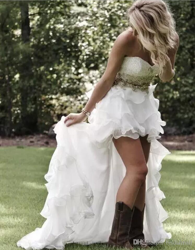 カントリースタイルのビーズクリスタルハイローウェディングドレス2019セクシーなティアリングフリル底非対称屋外ブライダルガウンヴェスディドデノヴィア