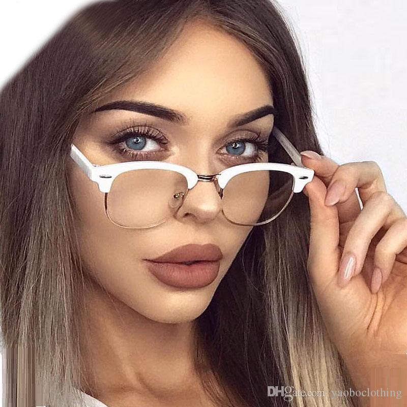 17828c656 Compre Yaobo Famosas Itália Designer De Marca Mulheres Homens Óculos Cor De  Rosa Meia Armação Óculos Ópticos Quadro Senhoras Alta Quailty Oculos De Grau  ...