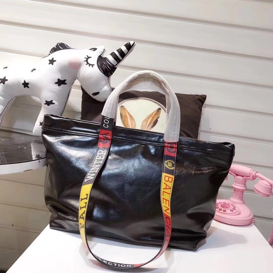 7029523274c5 Designer Handbags Women S Best Selling Brand Handbags Classic Ladies Set  Tassel Chain Shoulder Bag Laptop Bags For Women Satchel Bags From Hlwyyes