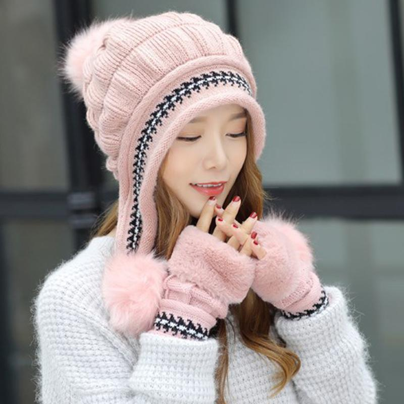 2019 New Women S Russian Cossack Fluffy Pompom Bomber Hats Gloves Snow  Skiing Hat Caps Earflap Winter Raccoon Fur Bomber Ski Caps From Naughtie 6c8166e84