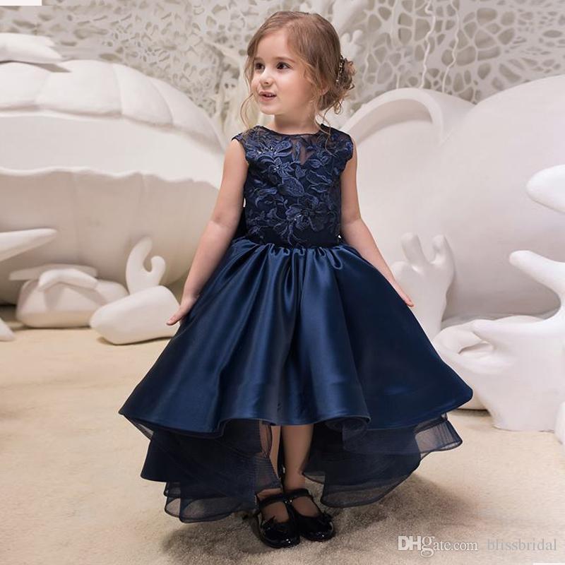 abfabb5e9 Compre Hi Lo Asimétrico Azul Marino Jewel Girls Vestidos Formales Vestidos  Del Desfile De La Niña Apliques Top A Line Con Cordones Bow Back Cute Kids  Dress ...