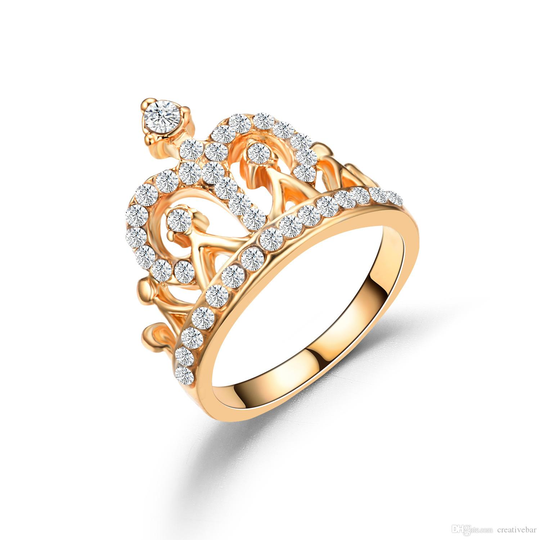 Compre Exquisita Corona En Forma De Anillo De Color Oro CZ Anillos Para  Mujer Color De Moda Aneis De Ouro Joyería De Circonio A  0.71 Del  Creativebar ... 31932bed22c