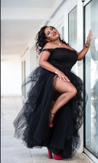 Sexy Black Plus Taille Pal Robes De Bal Split TUTU TULLE TUTU DE L'ÉPAULE TULLE À L'ÉPAULE COOM CHANGE ROBES FEMME FORMALE PORTONNES Robes de soirée Africaine sexy