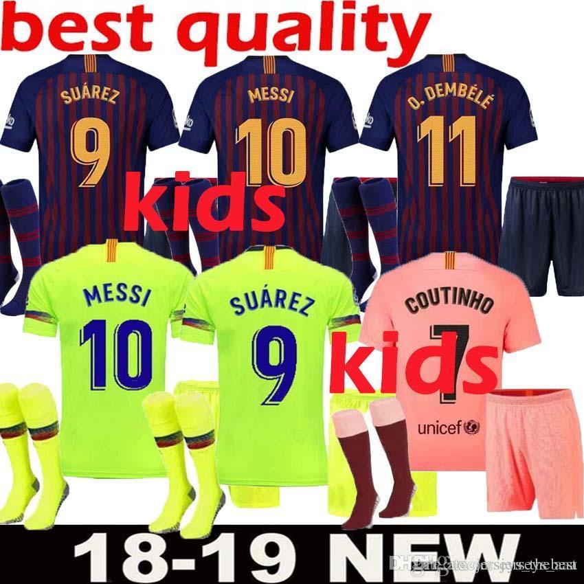 Compre Barcelona 2018 MESSI SUAREZ Crianças Jersey Futebol 2019 Camisas  Azul Dembele Messi INIESTA Casa Camisa De Futebol 18 19 Crianças Kit De  Jerseys aaa ae9d91eb209d5