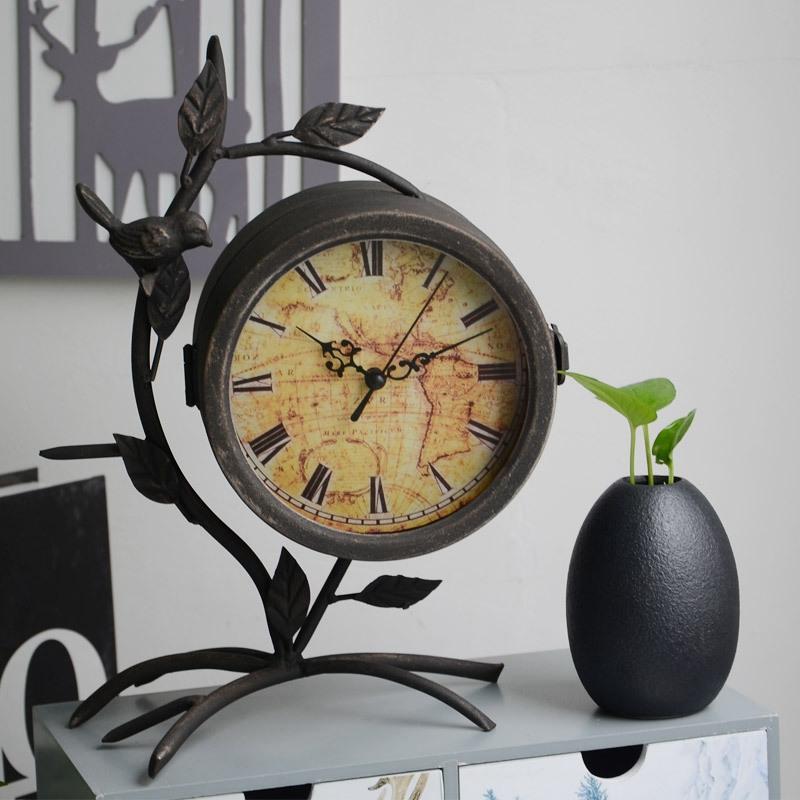 ea48740450b Compre Modelo De Árvore Do Vintage Relógio De Mesa Criativo Duplo Lado  Decoração De Casa Relógio De Mesa Retro Pássaro Sala De Estar Mesa  Eletrônica De ...