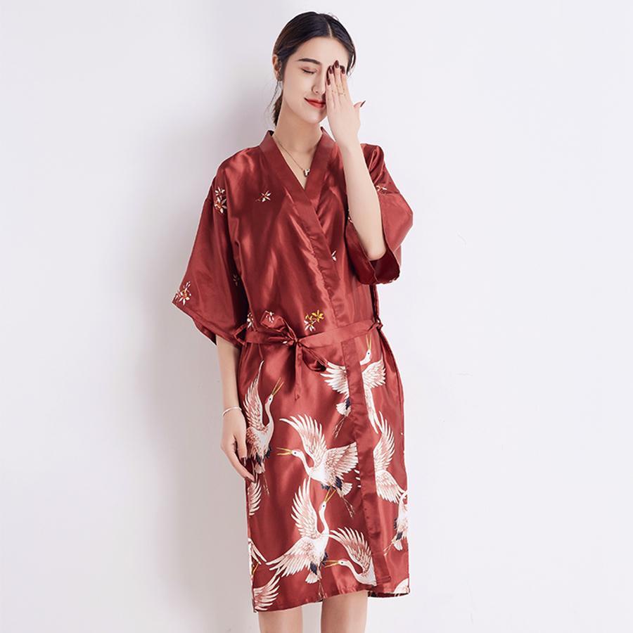 0cba7351b Compre Rayón Mujeres Kimono Albornoz Novia De La Boda Vestidos De Dama De  Honor Impreso Ropa De Dormir Salón Ropa Para El Hogar Camisón Largo Vestido  De ...