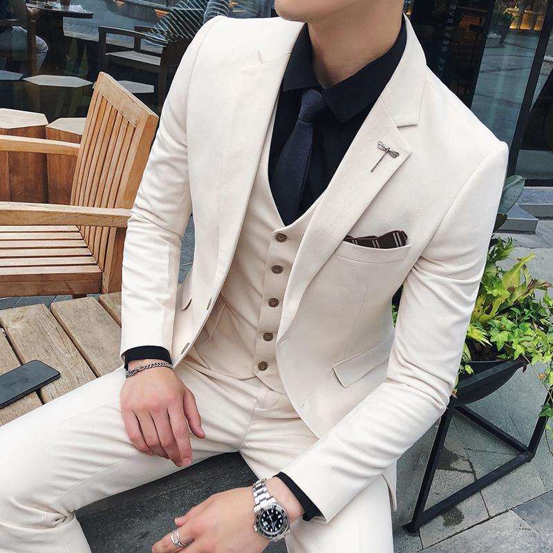 Compre Traje De Otoño Nuevo Para Hombres Tres Piezas Negro Marrón Blanco  Moda Slim Social Business Temperamento Ocasional Vestido De Novio Británico  A ... 8eeebccbc49