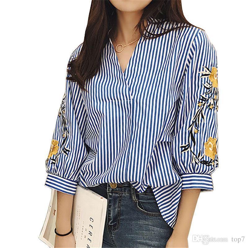 c86af52c4 Las mujeres del verano manga flores bordadas camisa para mujer Streetwear  ropa femme blusas camisas a rayas blusa tapa 2018 primavera