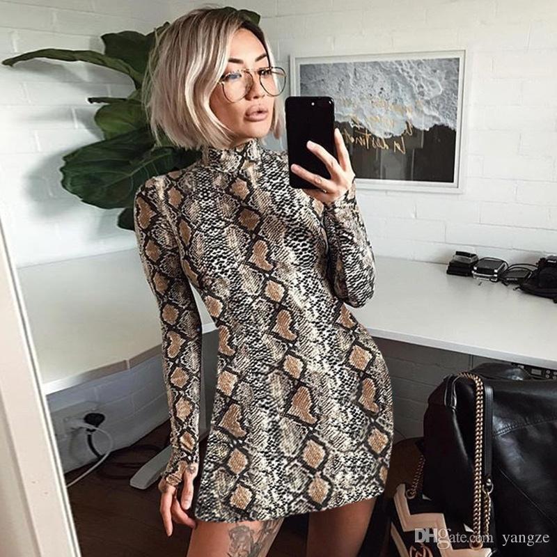 2018 Bahar Yılan Cilt Uzun Elbise Bayanlar Seksi Kaplumbağa Boyun Bodycon Parti Mini Elbiseler Kısa Kollu Kadın Giysileri RF0898