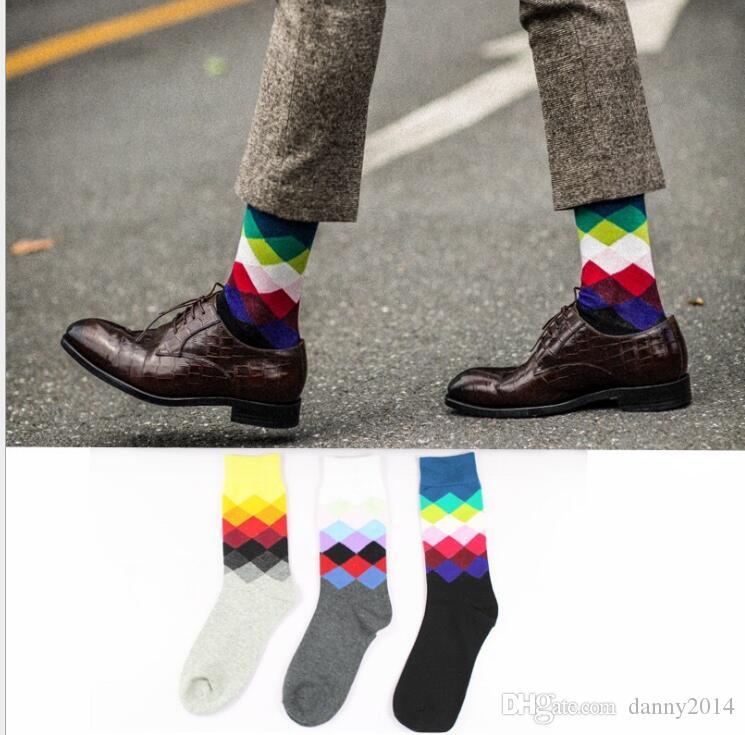 Alta qualità = uomo calze felici calzini scozzesi stile britannico colore gradiente maschile moda maschile calze di cotone calze di diamante