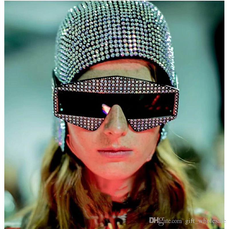 Lunettes de soleil édition limitée étincelant cadre de conception de diamant Lunettes de soleil de protection populaires haut style d'été de mode pour les femmes