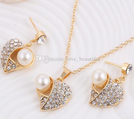 757188db8e68 Compre Estilo Caliente Occidental Corazón Collar De Perlas Conjunto Joyas  De Diamantes Conjunto Suéter Collar Aretes Conjunto Moda Clásico Elegante A   1.81 ...