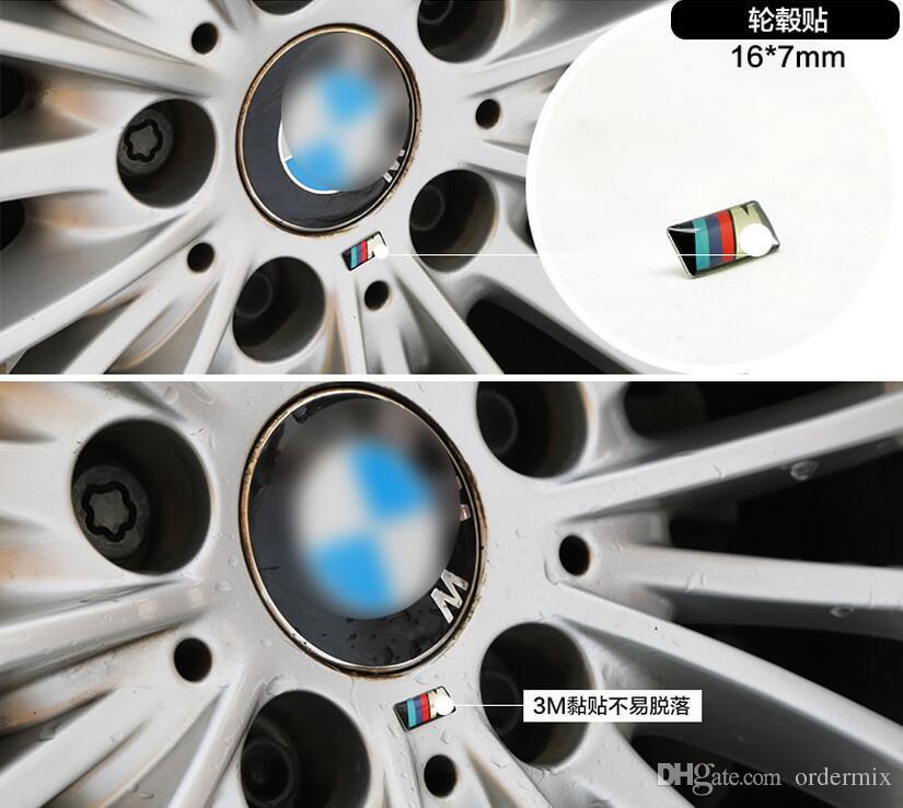 100 unids / lote M pequeña Insignia Decorativa Cubo de las tapas del volante para BMW M Sport M3 M5 X1 X3 E46 E39 E60 E90 F36 Etiqueta engomada del emblema del coche