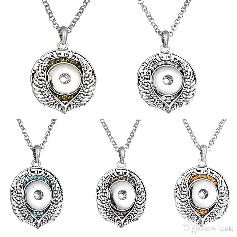 7748ab71fa Noosa Chunk Snap Necklace Fit 18mm Rhinestone Heart Snap Buttons Jewelry  Snap Pendant Necklace with Chains for Women Girls Button Pendant