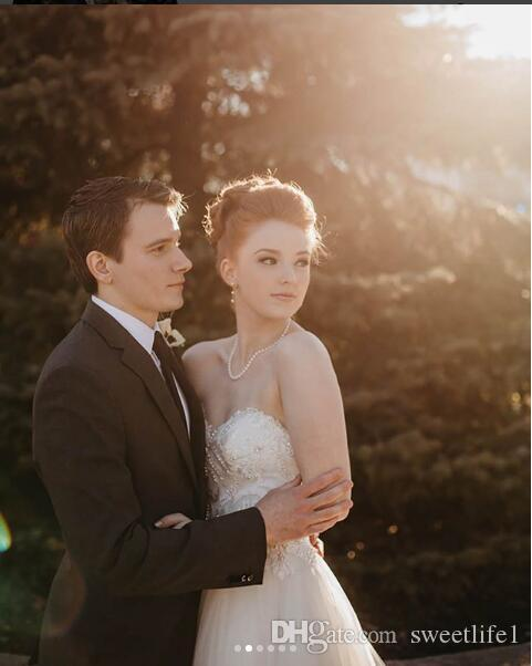 2019 Elegant Sweetheart Neck Wedding Dresses Pearls Beaded A Line Lace Appliques Boho Bridal Gown Simple Custom Made