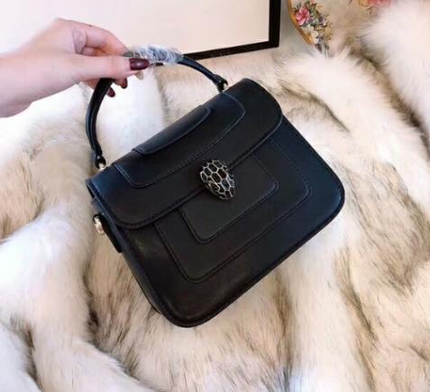 6c19afa41 Compre Estilo De Vestir Negro Bolsos De Hombro Para Mujeres De Alta Calidad  De Cuero Duro Cuadros Mini Flap Bolsos De Hombro 836 A $96.0 Del  Brand_shoes7 ...