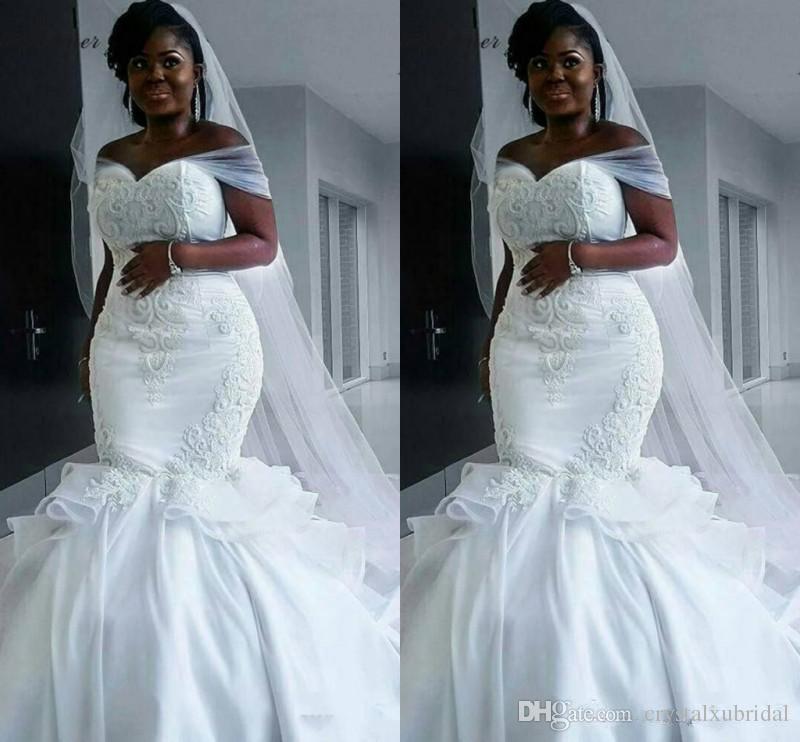 57ff28a2b53ca Acheter 2018 Nouvelle Robe Africaine De Mariage Pas Cher Sirène Robes De  Mariée Hors Épaule Dentelle Applique Perlé Arabe Balayage Train Plus La  Taille ...