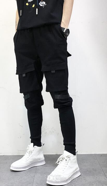 2018, VIP new men's hipster hip hop style multi-pocket decoration is a pair of small foot hair stylist harem pants.