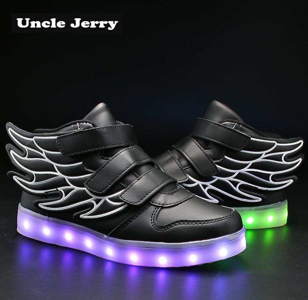 d3810b5b00 Compre Unclejerry Crianças Acendem Sapatos Com Asa Crianças Led Shoes Meninos  Meninas Brilhando Tênis Luminosa Usb De Carregamento Menino Moda Shoes De  ...