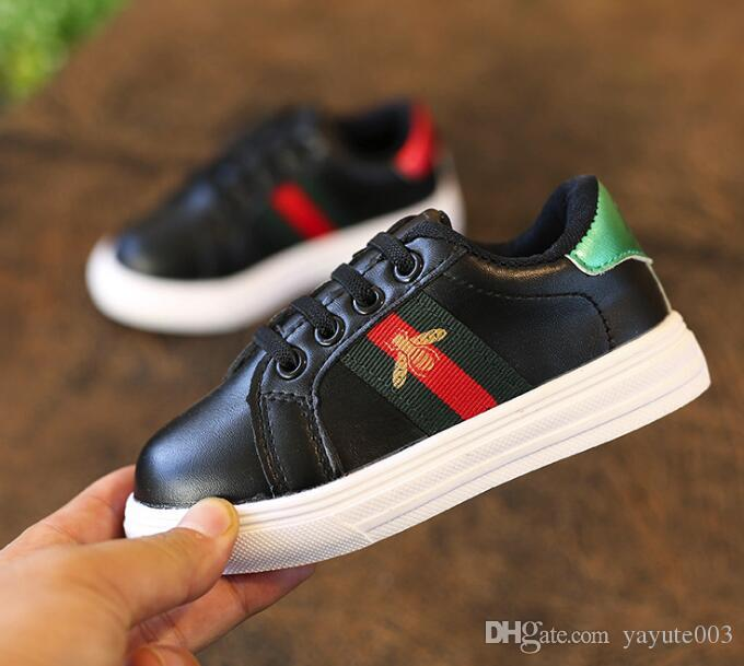 154873e87e6 Compre Marca De Luxo Projeto Abelha Estrela Bordado Meninos Meninas  Sneakers Casuais Listrado Crianças Crianças Casuais Sapatos De Skate De  Yayute003