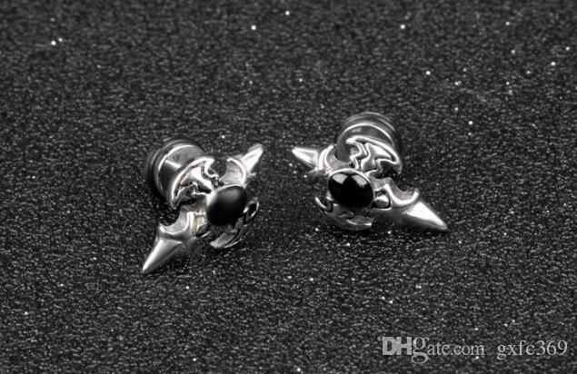 Boucles d'oreilles rétro hommes en diamants noirs version coréenne des boucles d'oreilles hypoallergéniques en acier au titane zircon incrusté