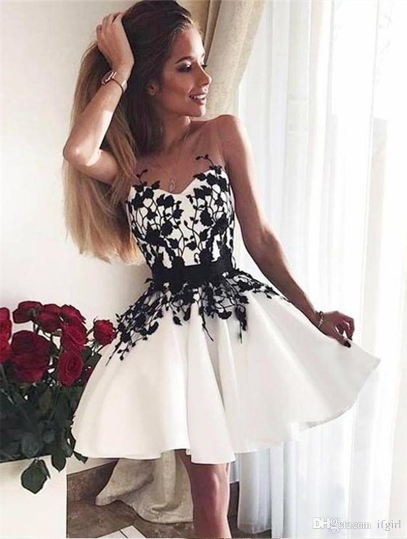 e168a5a31ca7b Satın Al 2019 Yeni Varış A Line V Yaka Siyah Mezuniyet Kısa Balo Elbise  Mezuniyet Elbise Ile Beyaz Mezuniyet Elbiseleri Custom Made, $106.62 |  DHgate.Com'da