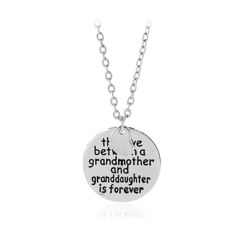 6311458d7198 Compre El Amor Entre Una Abuela Y Una Nieta Collar Alloy Moon Colgante  Collar Amor Collar Moda Joyería Para La Abuela Regalo A  1.94 Del Shinyy