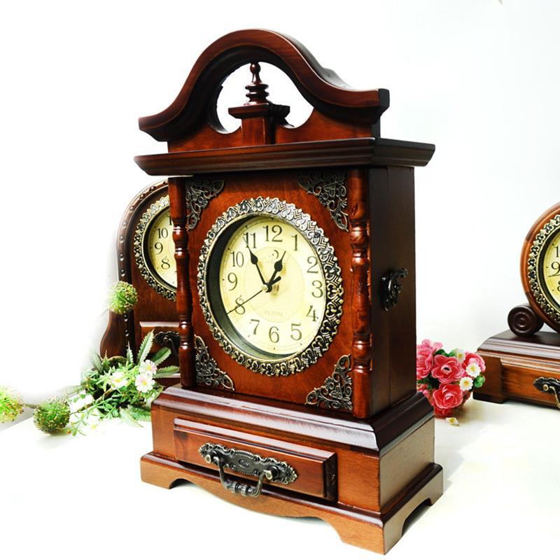 8a4c1ac3b62 Compre Casa Relógio De Madeira Antigo Com Chave Gaveta De Armazenamento  Clássico Retro Relógios Figurines Home Office Agulha De Relógio De Mesa  Artesanato ...